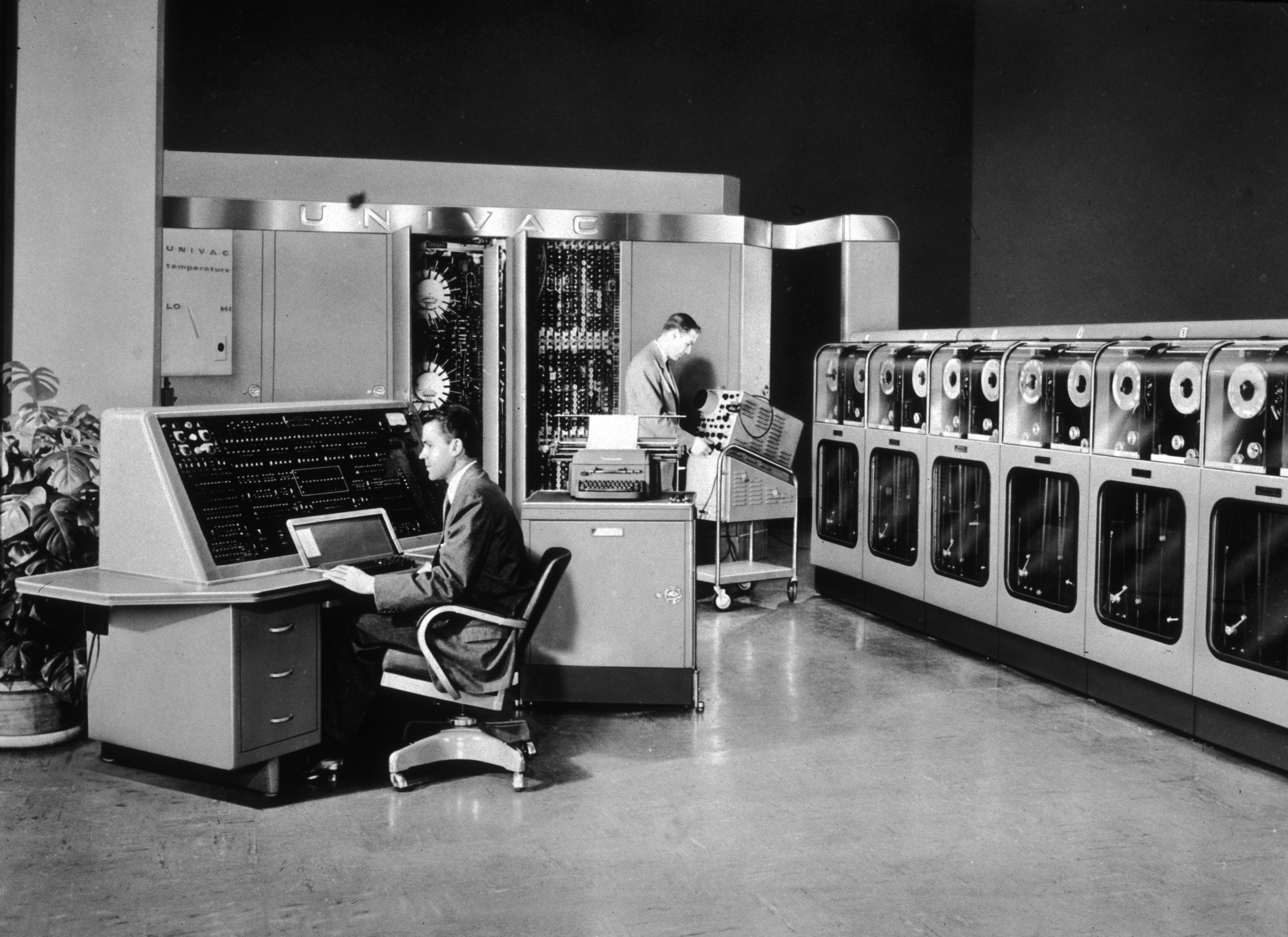 an analysis of the era of computers in 1990 The industrial era 1947 - 1948 the first generation of computers start approximately in this era and computers were characterized by electromechanical mechanisms and partly programmable.