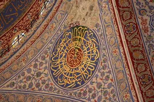 sultan-ahmed-mosque-in-istanbul-turkey-calligraphy