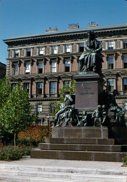 Vienna - Beethoven Monument (2)