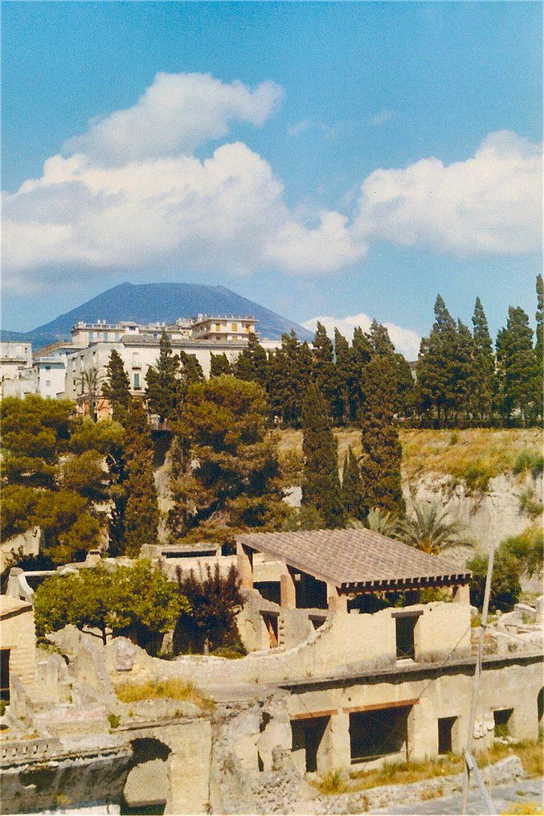 Jun 1971 - Herculanium - Vesuvius.jpg