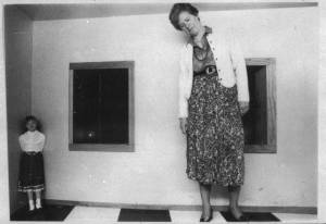 O4 Ames Room with Ingrid and Birgit Brill 2