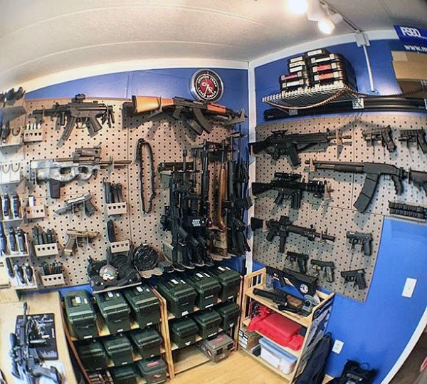 awesome-arms-cache-gun-room-with-blue-walls